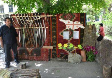 არბოშიკელი მჭედელი უძველესი სახეობის ხმლებს და ჯაჭვის პერანგებს ამზადებს